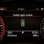 Yeşil Trafik Işığını Arayan Audi
