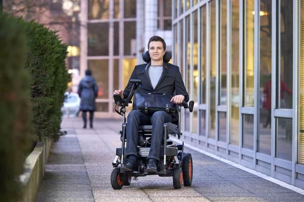 merdiven-çıkabilen-tekerlikli-sandalye-teknocinnet2